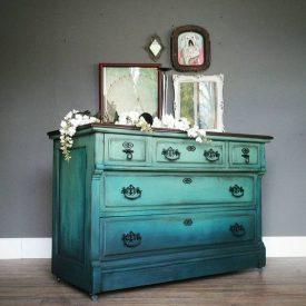 رنگ آمیزی وسایل چوبی قدیمی