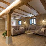 استفاده از مصالح طبیعی مانند چوب و سنگ رنگ گرمی و صمیمیت به ویلایتان می بخشد